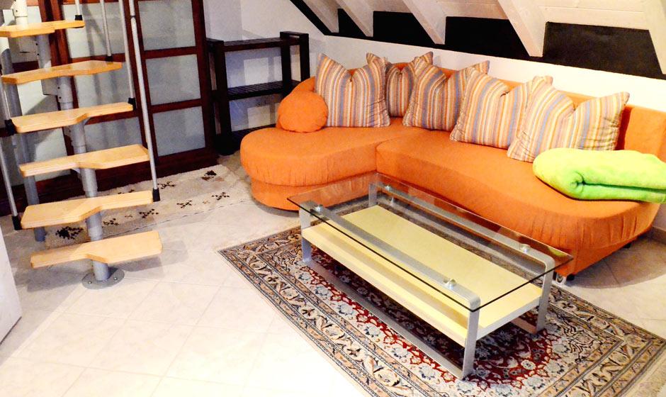 Ferienwohnung-Cipa-OG-Wohnzimmer-mit-Treppe